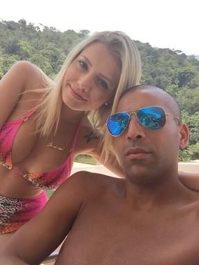 Emenson Sheik e a namorada, Andressa Quintanilha (Foto: Reprodução)