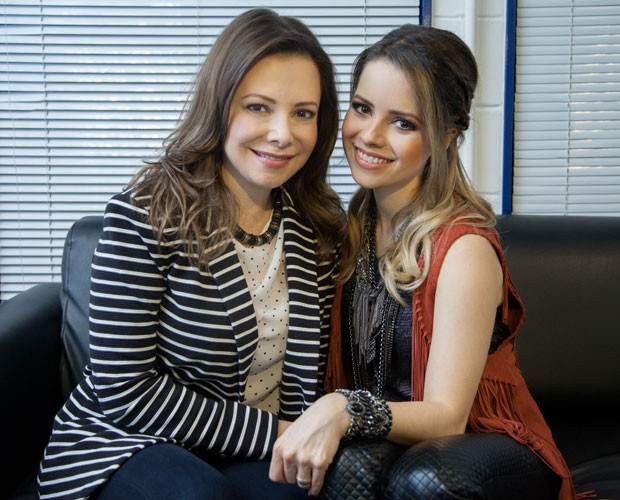 Sandy e a mamãe Noely nos bastidores do SuperStar (Foto: Fabiano Battaglin/Gshow)