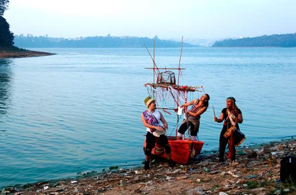Bruno César Lopes, Tatiana Monte e Vanessa Rosa vivem os nômades que aportam na Represa (Foto: Divulgação)
