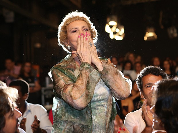 Arlete Salles se emociona com discurso de Dennis Carvalho (Foto: Carol Caminha / Gshow)