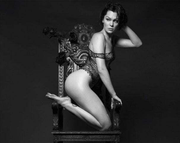 Jessie J em ensaio para seu calendário 2018 (Foto: Reprodução/Instagram)