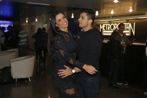 Fernanda D'avila e o marido no show do Sorriso Maroto (Foto: Marcos Serra Lima/EGO)