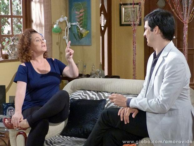 Márcia aconselha seu menininho (Foto: Amor à Vida/ TV Globo)