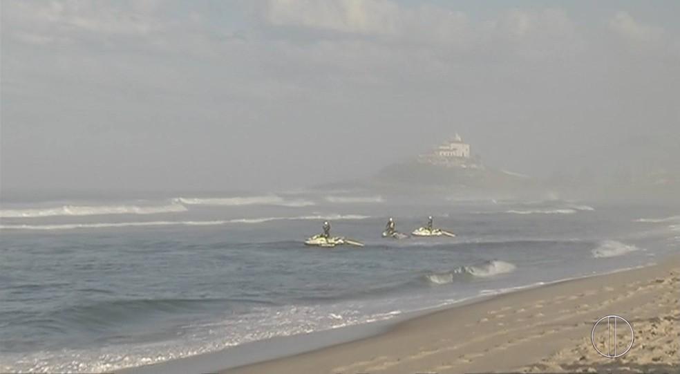 Etapa começou às 7h na Praia de Itaúna (Foto: Alcimar Costa/Inter TV)