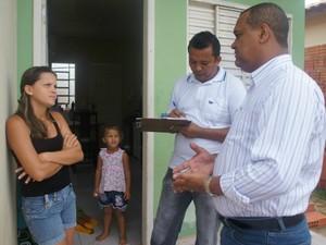Unidades habitacionais são fiscalizadas por técnicos (Foto: Ludmila Santos/Assessoria Sehab)