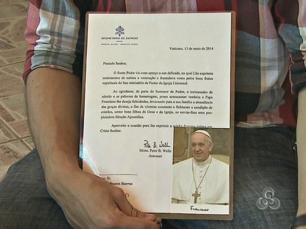 Reposta foi acompanhada de foto do Papa Francisco  (Foto: Reprodução/TV Acre)