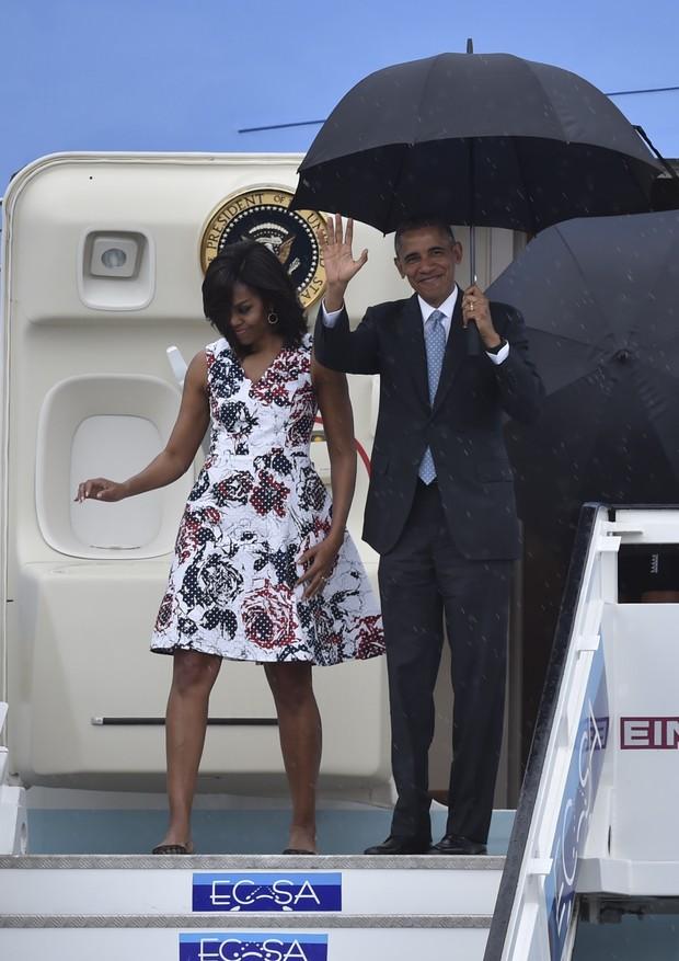 O presidente dos Estados Unidos Barack Obama com a primeira-dama Lady Michelle Obama e as filhas Sasha e Malia  (Foto: AFP)