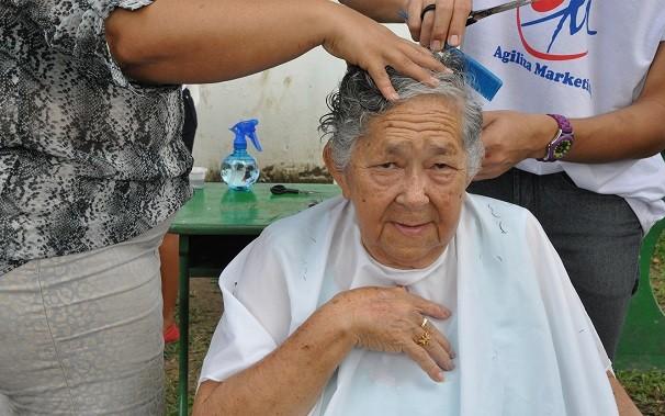 Agiliza Marketing realiza serviços de higiene e beleza (Foto: TV Tapajós)