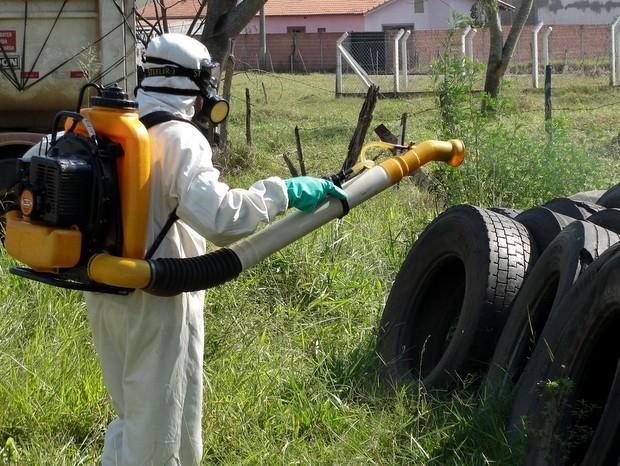 Trabalho de combate à dengue em São Pedro (Foto: Prefeitura de São Pedro/ Divulgação)