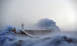Tempestade atinge litoral da França, Grã-Bretanha e Alemanha