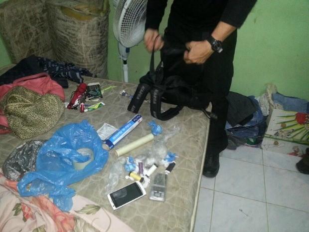 Objetos apreendidos na casa de suspeitos (Foto: Divulgação/Polícia Civil)