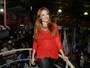 Ellen Rocche surpreende com look comportado em noite de samba