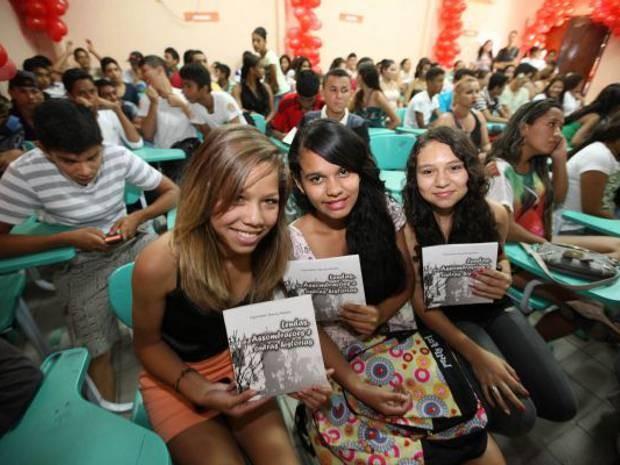 Alunos da escola estadual Palmira Gabriel comemoram resultado do trabalho coletivo. (Foto: Cristino Martins/Agência Pará)