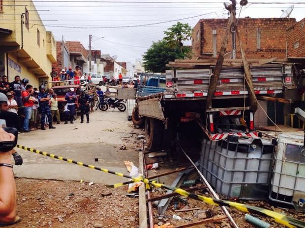 Acidente Santa Cruz do Capibaribe (Foto: Renata Torres/ Tv Asa Branca)