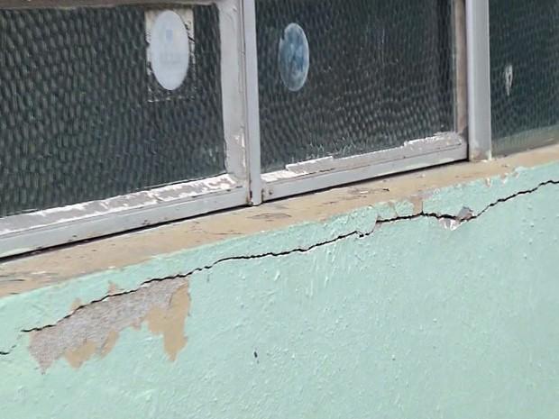 Más condições de escola deixam pais de alunos preocupados em Itajubá (Foto: Reprodução EPTV)