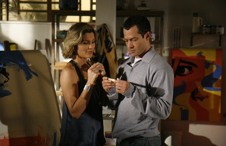Com Malvino Salvador em cena de 'caras & bocas' (2009), na qual era Dafne Rafael França/TV Globo