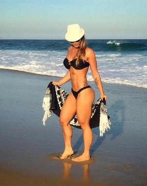 Kelly Key mostra boa forma na praia (Foto: Arquivo Pessoal)