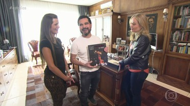 Luciano Camargo abre sua casa para Angélica