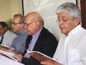Autoridades religiosas e políticas estiveram presentes na solenidade (Foto: Fernando Brito/G1)