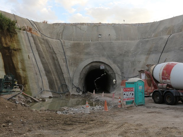 Chegada do túnel da transposição, eixo leste, em Monteiro (PB) (Foto: Artur Lira/G1)