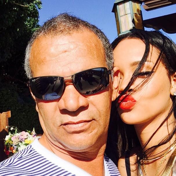 Pai de Rihanna confirmou relacionamento da filha com bilionário (Foto: Instagram/Reprodução)