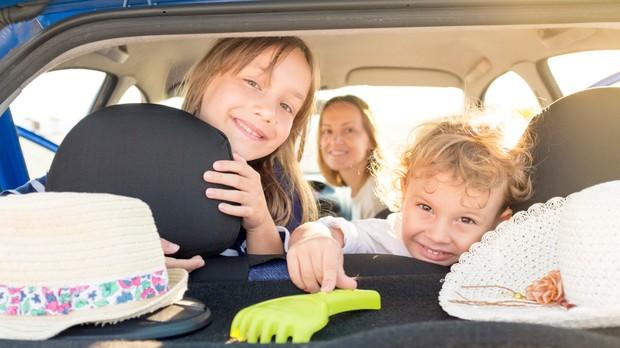 Criana no carro (Foto: iStock)