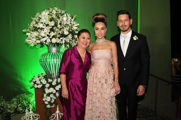 A mãe da noiva, Kika, Sabrina Sato e João Vicente (Foto: Manuela Scarpa/Photorionews)