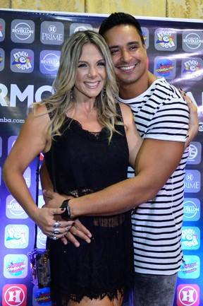 Carla Perez e Xanddy em bastidores de show em Salvador, na Bahia (Foto: André Muzell/ Brazil News)