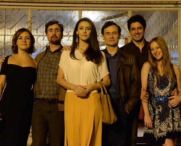 Casais abrem seus problemas e histórias em uma trama incrível (Foto: Zé Paulo Cardeal / TV Globo)