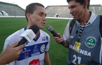 Vila Nova negocia com atacante Moisés e mais três para a Série C