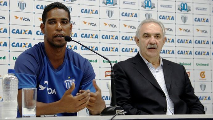 Cleber Santana e Nilton Macedo Machado (Foto: Guilherme Lopes/Avaí FC)