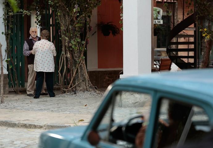 Gaetano e Geppina são observados por Damasceno (Foto: Isabella Pinheiro/Gshow)