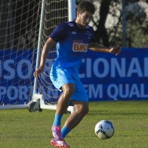 Lucas Silva, volante do Cruzeiro em treino (Foto: Washington Alves / Light Press)