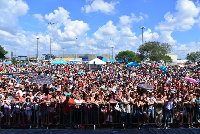 Olha a multidão que se reuniu para ver os finalistas do The Voice Kids no Estúdio C ao vivo (Foto: Priscilla Fiedler/RPC)