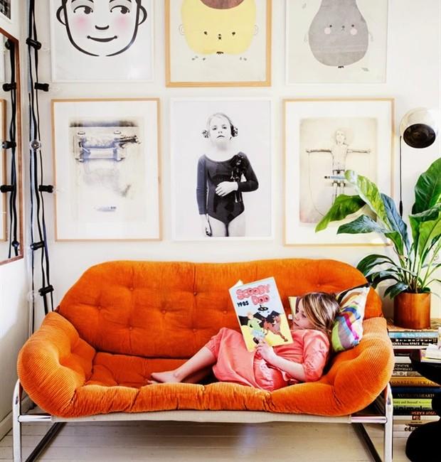 Sofá de veludo laranja (Foto: Reprodução/Pinterest)