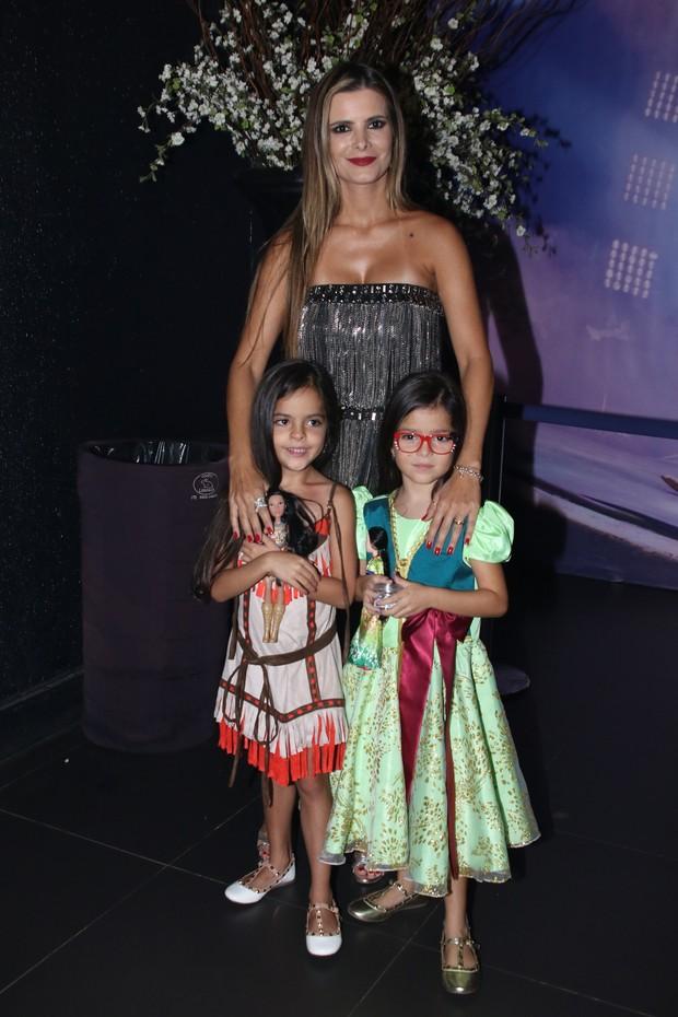 Flávia Camargo com as filhas (Foto: Thiago Duran e Eduardo Martins/AgNews)