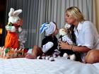 A divertida Páscoa de Adriane Galisteu e o seu 'coelhinho' Vittorio