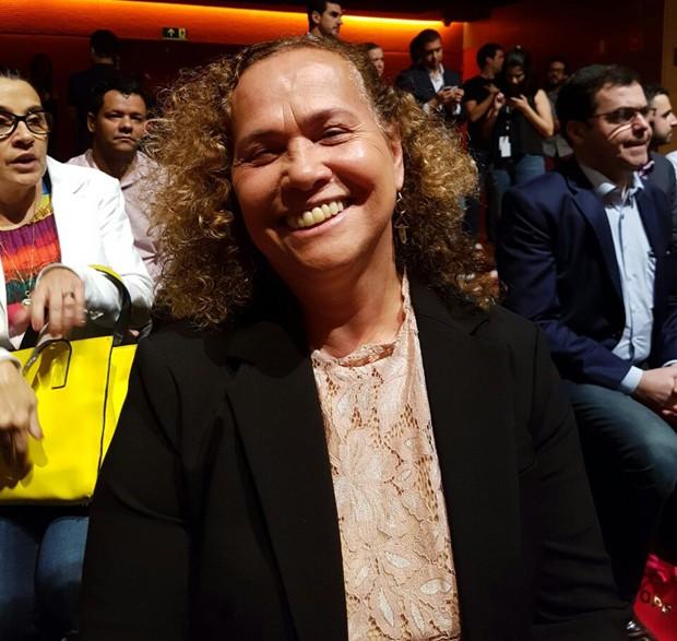 Sônia Nazário, mãe de Ronaldo Fenômeno, confere desfile de Celina Locks (Foto: QUEM)
