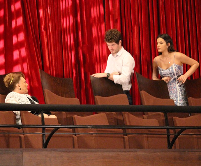 Será que Dona Izabelita vai ouvir o neto ou ficará do lado do mafioso? (Foto: Fábio Rosso/Gshow)