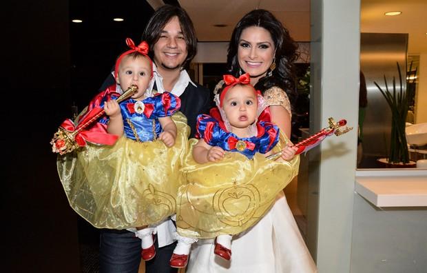 Natália Guimarães com o marido Kiko e as filhas (Foto: Caio Duran / AgNews)