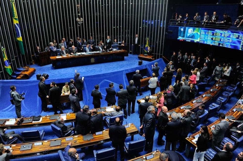 Senadores durante a votação da reforma (Foto: Marcos Oliveira/Agência Senado)