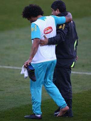 Marcelo torce o tornozelo em treino da Seleção (Foto: Mowa Press)