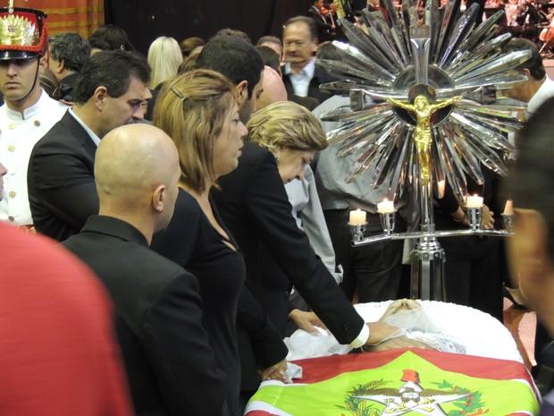 Família presta últimas homenagens ao senador Luiz Henrique (Foto: João Lucas Cardoso/G1)