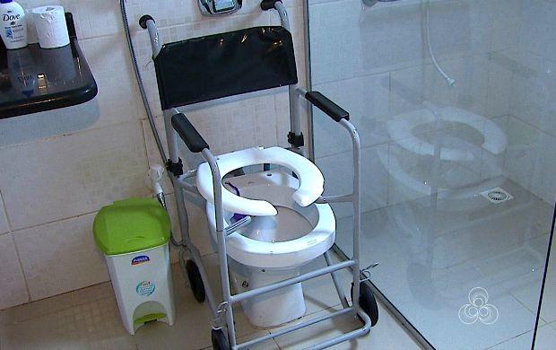Além de adaptações no banheiro são importantes mudanças em toda a casa (Foto: Acre TV)