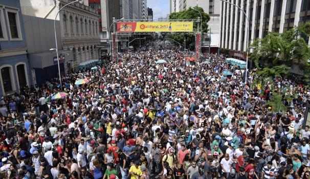Para todos os gostos: Carnaval Eletrônico agitou a multidão na Marechal Deodoro (Foto: Thiago Cavalieri/ RPC)