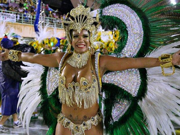 Passistas mostraram samba no pé durante desfiles (Foto: Jamile Alves/G1 AM)