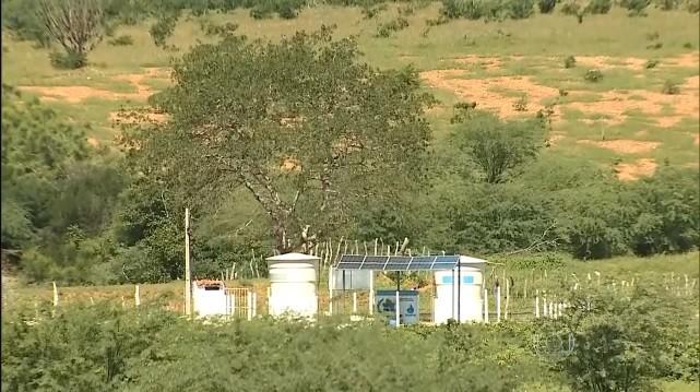Processo de dessalinização de água em Riacho das Almas (Foto: Reprodução/ Rede Globo)