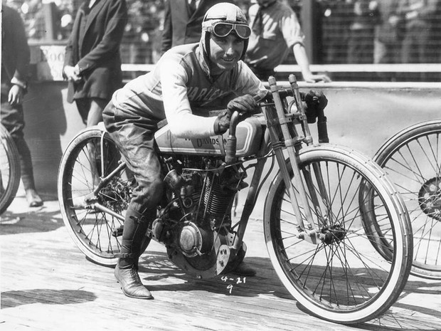 As motos originais eram usadas em corridas de velódromo dos anos 1913 a 1919 (Foto: Renan Hennemberg/ Arquivo pessoal)