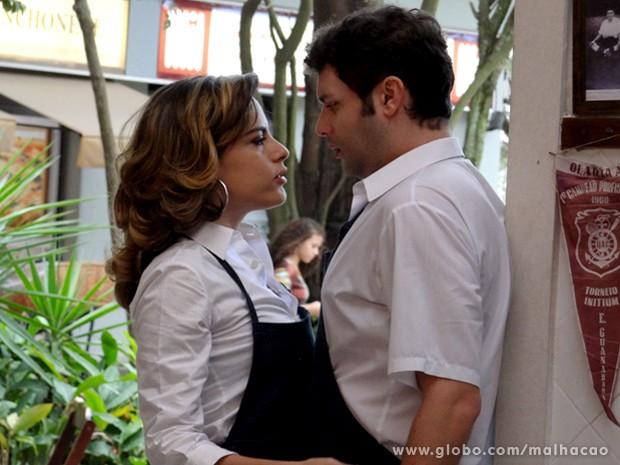 Luciana dá em cima de Omar e consegue mais um admirador (Foto: Malhação / TV Globo)