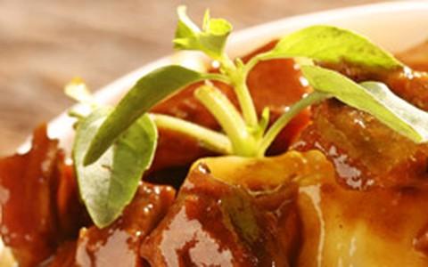 Nhoque de batata-baroa e molho com vitela